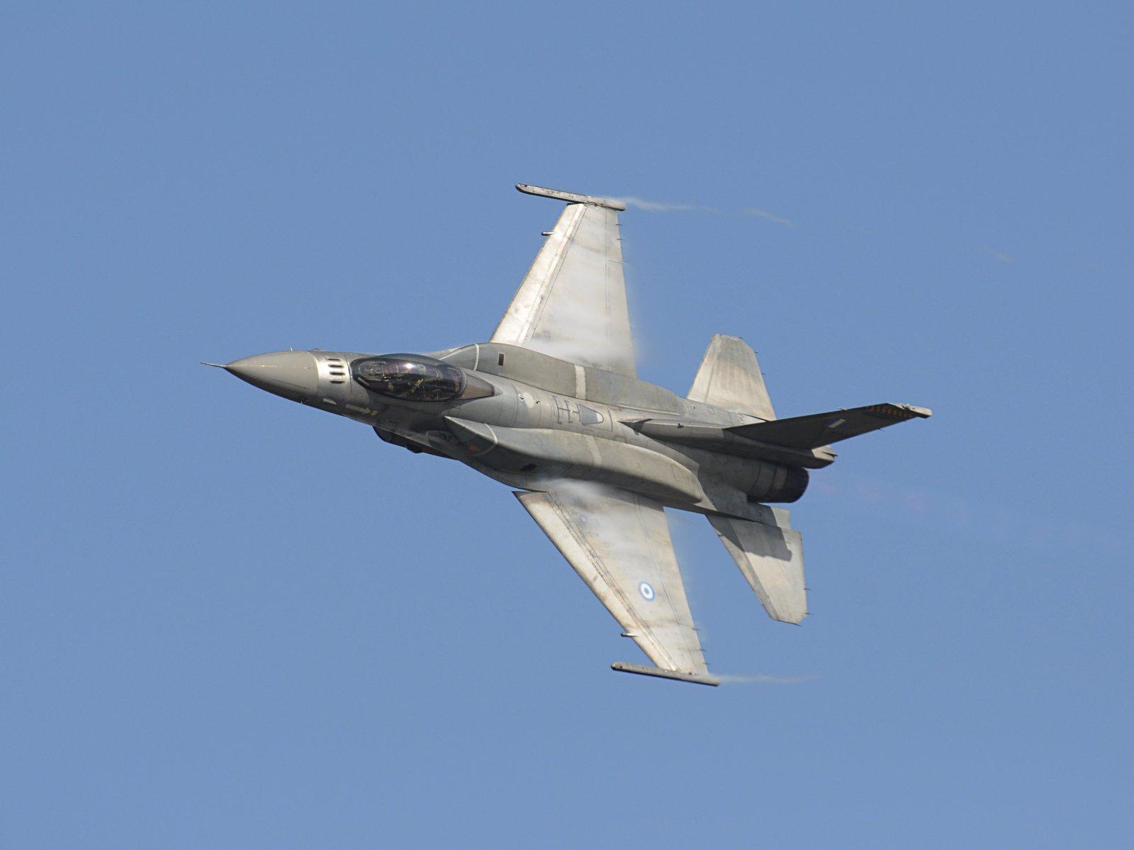 F 16 jet fighter