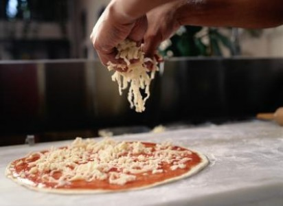 Preparing Low Calorie Pizza