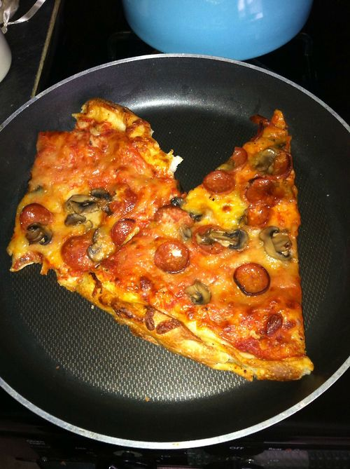 Reheating Pizza in a Frying Pan