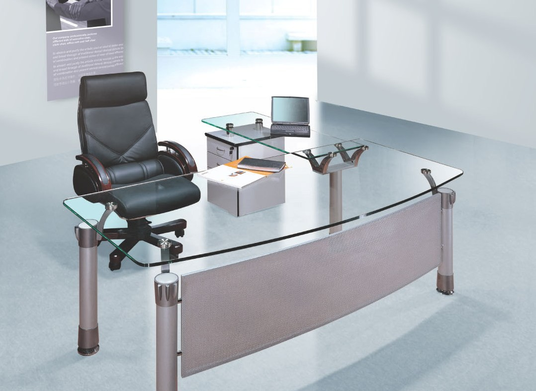 Neat and clean office table