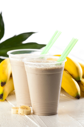 How to Make a Banana Smoothie with Yogurt