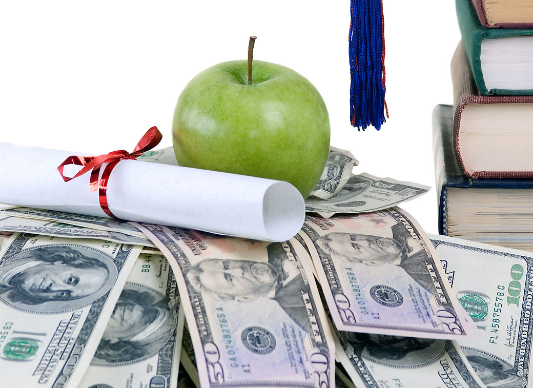 How to Be Smart about Your Money in College
