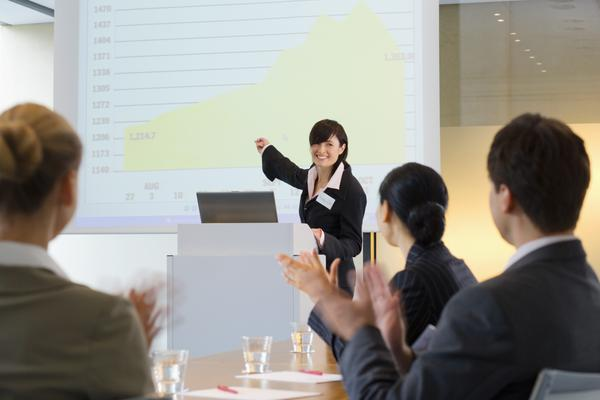 How to Make the Audience Sit Up and Pay Attention within 15 Seconds while Making a Presentation