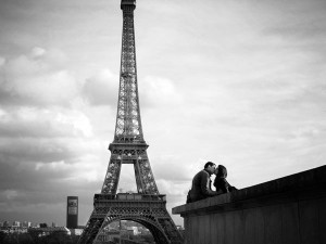 Couple kissing near Eifel Tower