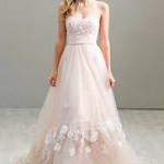 6 Things To Avoid When Shopping For a Wedding Dress